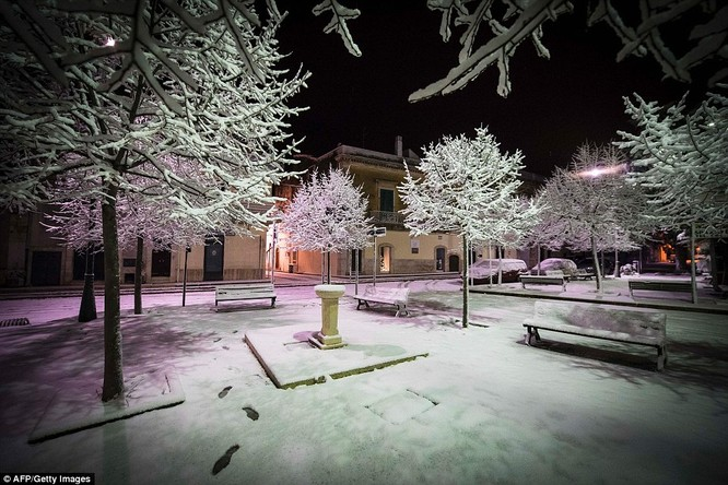 Tuyết rơi nhiều, nhiệt độ hạ thấp tại Italy.