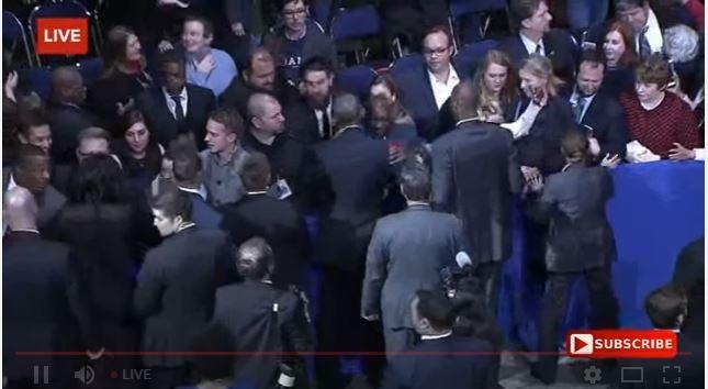 Tổng thống Obama đọc diễn văn từ biệt nhiều cảm xúc, đi bắt tay từng người - Toàn cảnh ảnh 7