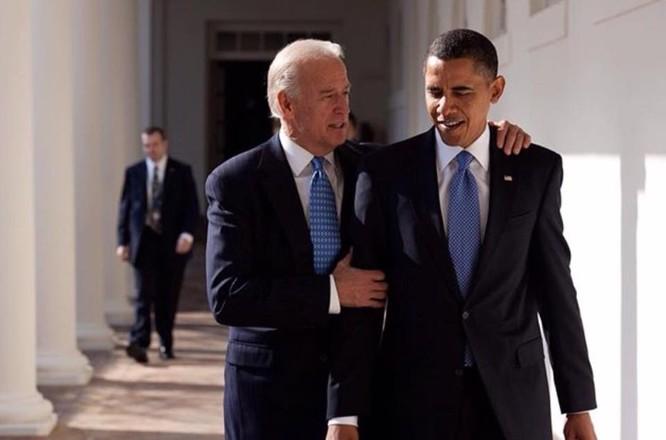 Phó tổng thống Joe Biden và ông Obama.