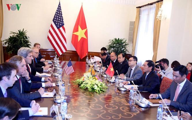 Tại cuộc gặp, hai bên tập trung trao đổi các biện pháp nhằm tiếp tục đà quan hệ và thúc đẩy các thỏa thuận hợp tác đã có trong các vấn đề song phương, khu vực và quốc tế.