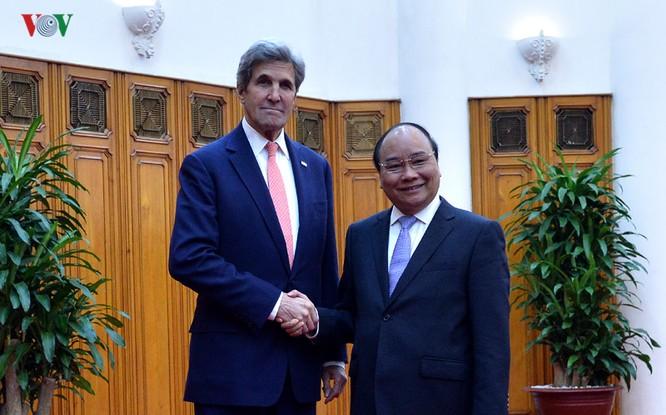 Sáng 13/1, Thủ tướng Chính phủ Nguyễn Xuân Phúc đã có buổi tiếp Ngoại trưởng Mỹ John Kerry.