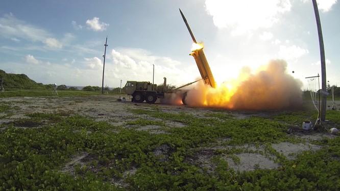 Nữ Bộ trưởng quốc phòng Nhật Bản thị sát trận địa tên lửa ở Guam - VIDEO ảnh 1