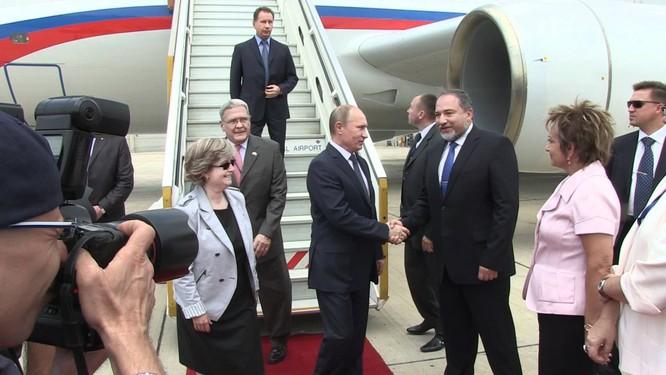 Máy bay của ông Putin phải đem đi sửa ảnh 1