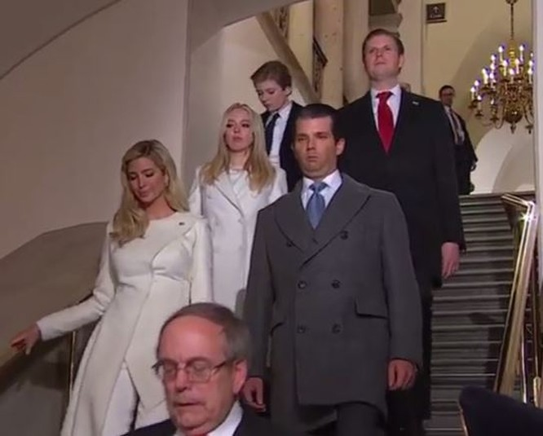 Toàn cảnh lễ tuyên thệ nhậm chức của Tổng thống Mỹ Donald Trump - VIDEO, ẢNH ảnh 57