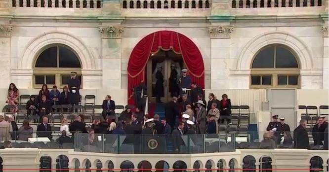 Toàn cảnh lễ tuyên thệ nhậm chức của Tổng thống Mỹ Donald Trump - VIDEO, ẢNH ảnh 25