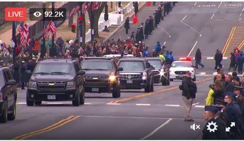 Các phương tiện truyền thông Mỹ ước tính có khoảng 800.000 - 900.000 người đổ về thủ đô Washington để chứng kiến lễ nhậm chức của ông Trump.