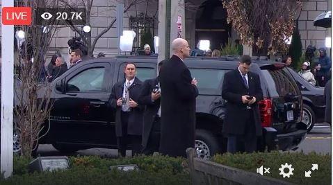 Các quan chức trong nội các của ông Trump đều đã đến nơi sẽ cử hành lễ nhậm chức. Một số nhân vật quan trọng đều được đưa tới nơi bằng xe đặc chủng.