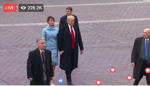 Sau khi tiễn vợ chồng ông Obama ra máy bay