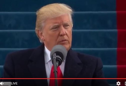 Tổng thống Trump nhấn mạnh không thế nào ngăn chặn được sự phát triển của nước Mỹ. Người dân Mỹ phải được bảo vệ bởi quân đội và cả Chúa trời.