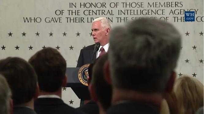 Ông Mike Pence ở trụ sở CIA.