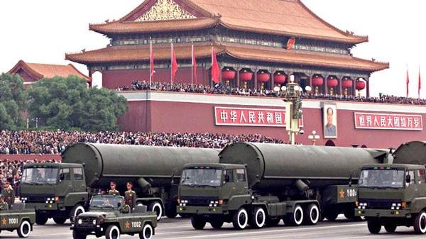 Tên lửa đạn đạo xuất hiện trong duyệt binh ở Bắc Kinh, Trung Quốc.