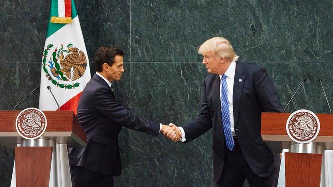 Tổng thống Mexico Enrique Pena Nieto và ông Trump (ảnh tư liệu)