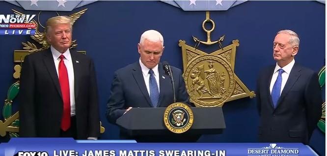 VIDEO: Ông Trump đến Lầu Năm Góc, gặp Bộ trưởng Quốc phòng James Mattis ảnh 2
