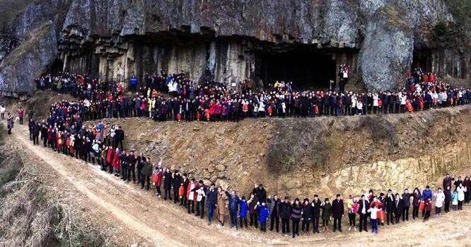Đại gia đình 500 người, 7 thế hệ ở Trung Quốc phải dùng UAV để chụp ảnh ảnh 2