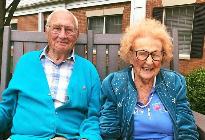 John là một cựu chiến binh trong Thế chiến II vừa tròn 100 tuổi và Phyllis sẽ bước sang tuổi 103 vào ngày 8 tháng 8 tới.