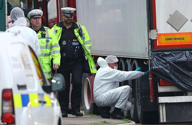 """Vụ 39 người chết ở Anh: Nạn nhân khỏa thân, để lại dấu tay đẫm máu trong """"chiếc quan tài"""" -25 độ C ảnh 1"""