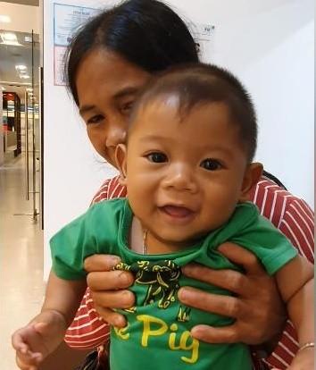 Bé trai 7 tháng tuổi người dân tộc Châu Mạ mang khối u khổng lồ ở mông ảnh 8