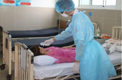 Chàng trai Trung Quốc sau khi điều trị khỏi virus Corona đến đón mẹ về nhà ảnh 2