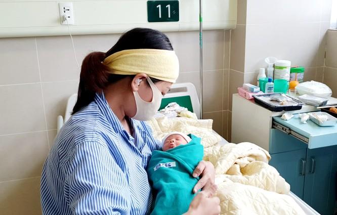 Bệnh viện Bạch Mai cứu sống sản phụ bị sốc mất máu, suy tạng sau mổ cắt tử cung do rau bong non ảnh 1