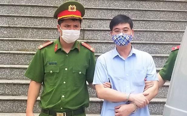 Vụ gian lận thi cử ở Hòa Bình: Chủ mưu bị đề nghị mức 7 đến 8 năm tù ảnh 1