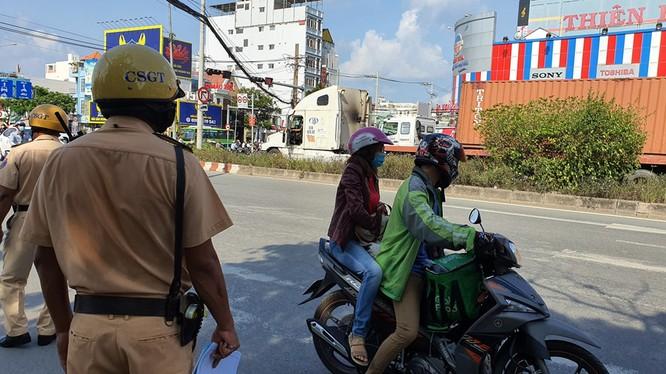 Bị CSGT phạt vì mang giấy tờ xe photo dù có chứng thực ảnh 1