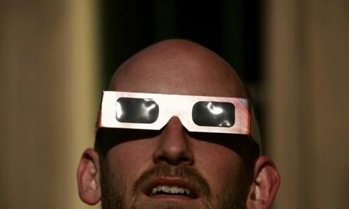Các thiết bị dùng để xem nhật thực an toàn cho đôi mắt ảnh 2