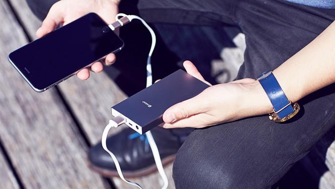 Tai họa khi vừa sạc vừa dùng điện thoại và cách phòng tránh hiệu quả ảnh 2