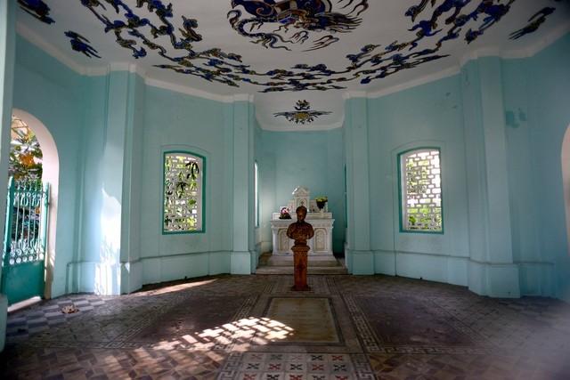 Khu lăng mộ bí ẩn của nhà bác học Trương Vĩnh Ký ảnh 3