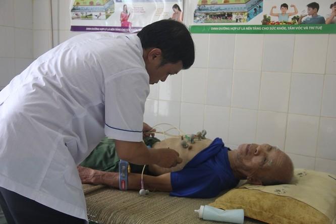 Các thầy thuốc trẻ ở bệnh viện tuyến trung ương khám sức khỏe miễn phí cho bà con vùng cao ảnh 3