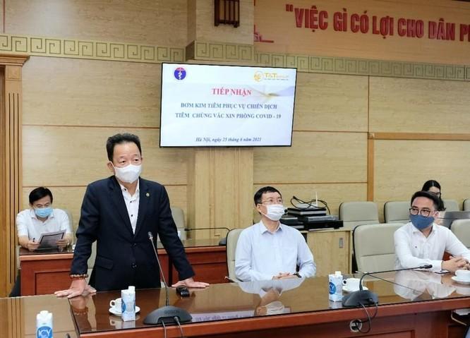 Bộ Y tế tiếp nhận bơm kim tiêm từ T&T Group cho chiến dịch tiêm chủng vắc xin phòng COVID-19 ảnh 2