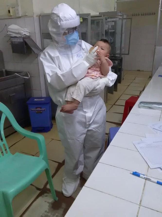 Mẹ bỉm xông pha chống dịch, xa con trai mới 10 tháng tuổi đêm còn rúc tìm bầu vú ảnh 1