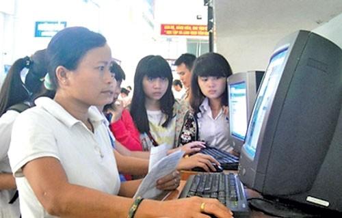 Người dân có nhu cầu cấp đổi GPLX sẽ đăng ký, gửi các thông tin và nhận được lịch hẹn của cơ quan cấp đổi GPLX qua mạng điện tử