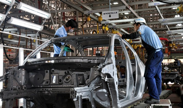 Luật thuế tiêu thụ đặc biệt bổ sung, sửa đổi mới được Quốc hội thông qua, có hiệu lực từ 1/1/2016 thì thuế tiêu thụ đặc biệt với ô tô giữ nguyên như hiện nay. Như vậy việc giảm thuế chỉ có thể thực hiện sớm nhất vào năm 2017.
