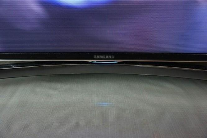 Đưa tôi vào giấc ngủ lại là chiếc TV Samsung cong.