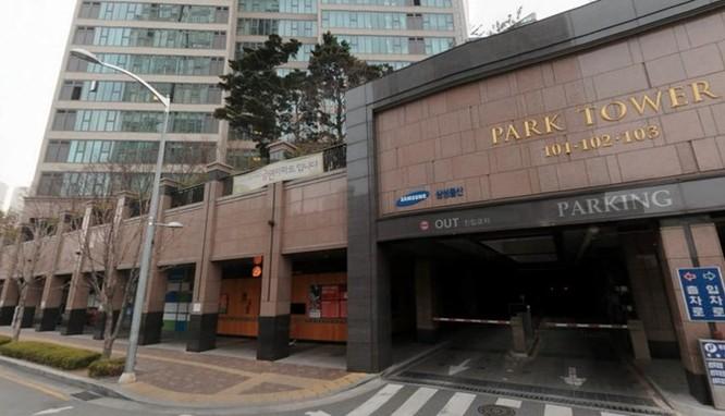 Tôi về thẳng căn hộ của em rể, nơi trú chân trong hai tuần tới. Căn hộ thuộc tòa nhà có tên Park Tower, chủ đầu tư là Samsung.