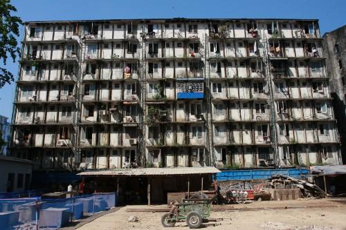 Nhiều công trình ở Myanmar xuống cấp trầm trọng đang trở thành mục tiêu hấp dẫn của các nhà thầu xây dựng Việt Nam.