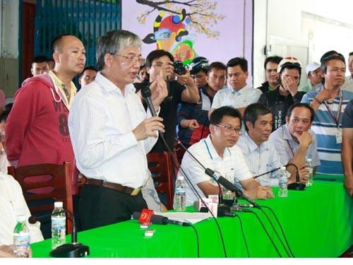 Thứ trưởng Bộ LĐ-TB-XH Doãn Mậu Diệp gặp gỡ công nhân Công ty Pou Yuen chiều 31-3