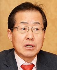 Tỉnh trưởng tỉnh Nam Gyeongsang Hong Joo-pyo