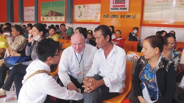 Ông Tây điều hành hãng xe khách Việt ảnh 1