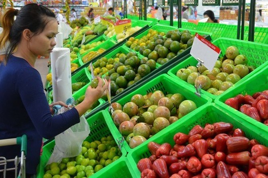 Để có mặt trong siêu thị, trái cây phải đạt chuẩn VietGAP, GlobalGAP và được lựa chọn khá đồng đều về mẫu mã, trọng lượng