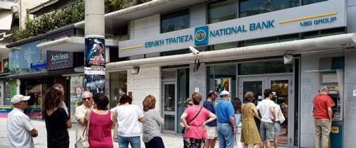 Toàn bộ các ngân hàng Hy Lạp đóng cửa, NĐT bán tháo euro, mua USD, tích vàng ảnh 1