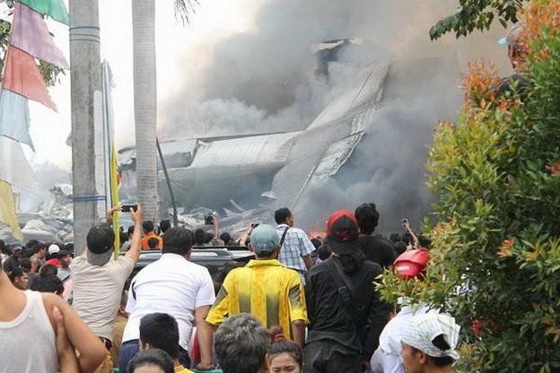 Máy bay Indonesia rơi trúng khách sạn, ít nhất 30 người chết ảnh 3