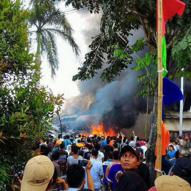 Máy bay Indonesia rơi trúng khách sạn, ít nhất 30 người chết ảnh 2