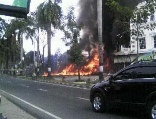 Máy bay Indonesia rơi trúng khách sạn, ít nhất 30 người chết ảnh 5
