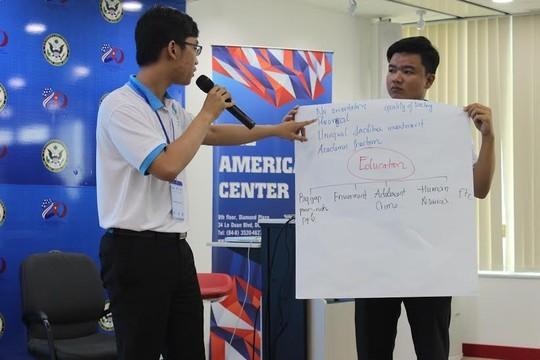 Sinh viên Việt tham vấn Phó Chánh án Tòa án Tối cao Mỹ về biển Đông ảnh 1