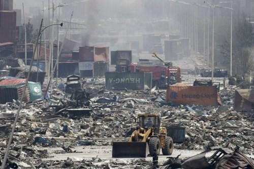 Vụ nổ kinh hoàng ở Thiên Tân là do sai lầm của lính cứu hỏa? ảnh 1