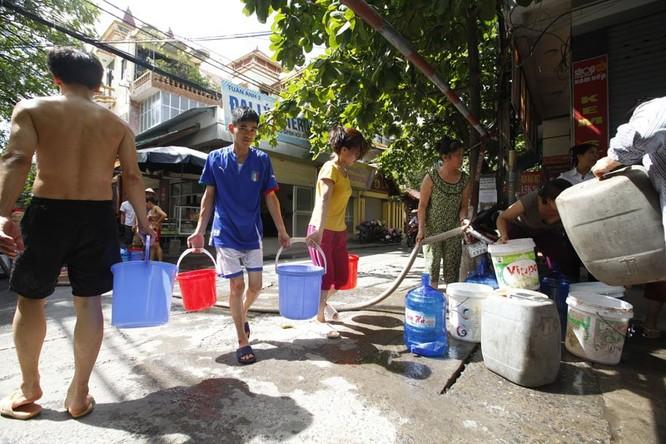 Sau sự cố vỡ đường ống, dân thủ đô khốn đốn vì mất nước kéo dài ảnh 10