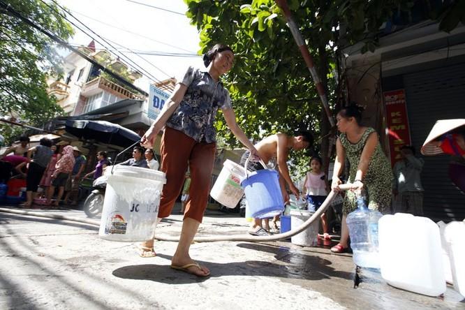 Sau sự cố vỡ đường ống, dân thủ đô khốn đốn vì mất nước kéo dài ảnh 11