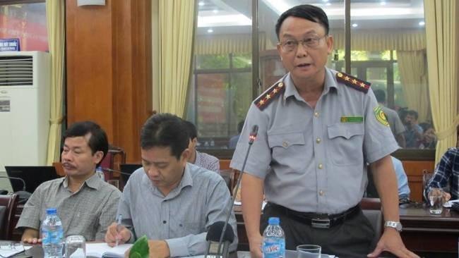 Ông Phạm Tiến Dũng, (đứng), Trưởng phòng thanh tra chuyên ngành, Thanh tra Bộ NNPTNT phát biểu tại buổi họp báo.