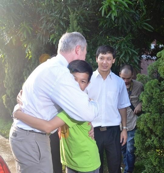 Đại sứ Ted Osius mời trẻ em làng SOS vào xe đặc biệt ảnh 12